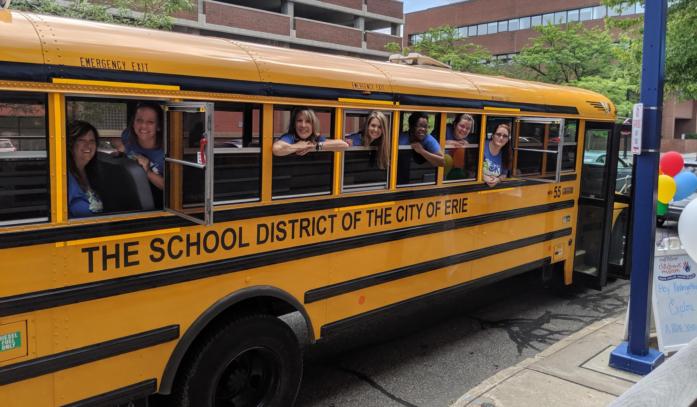 19 Kindergarten Team Aok On The Bus